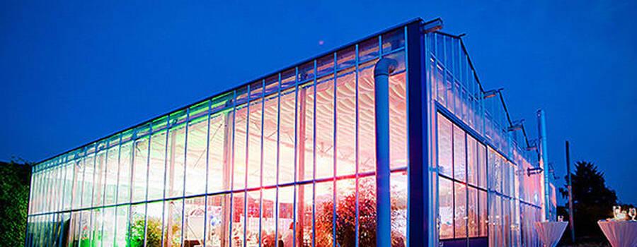 Beispiel: Außenansicht beleuchtet, Foto: Gwächshaus.