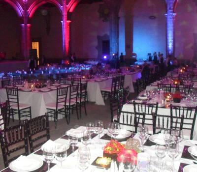 Montaje de mesas y banquetes de boda de la más alta calidad - Foto Dinara Banquetes