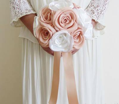 Bouquet de rosas em salmão e rosa