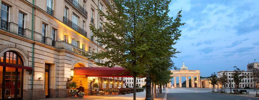 Beispiel: Exterior, Foto: Hotel Adlon Kempinski.