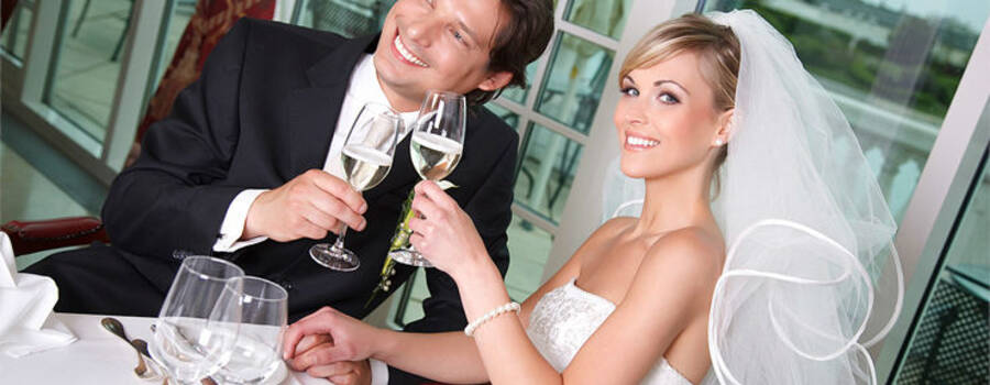Beispiel: Ihr Brautfachgeschäft, Foto: Prinzessin Brautmode.