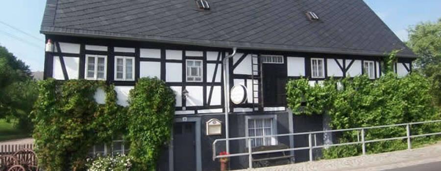 Beispiel: Aussenansicht, Foto: Schmiedelandhaus.