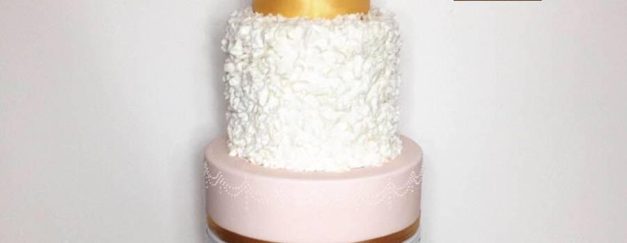 wedding cake or+ruffle + fleurs en sucre