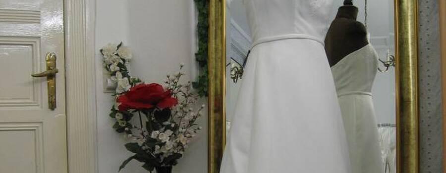 Beispiel: Brautkleid Alice, Foto: Braut- & Festkleider Lehmann.