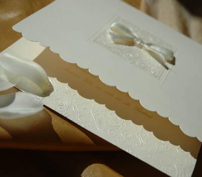 Beispiel: Elegante Einladungskarten, Foto: Der Moment.