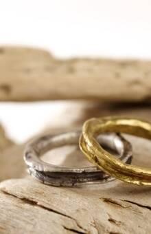 Pia Amat - Alianzas- Gold Path, anillo del camino dorado del amor.