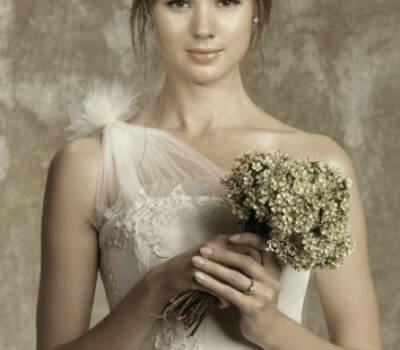 Beispiel: Brautkleid, Foto: Love Stories Braut- & Abendmode.