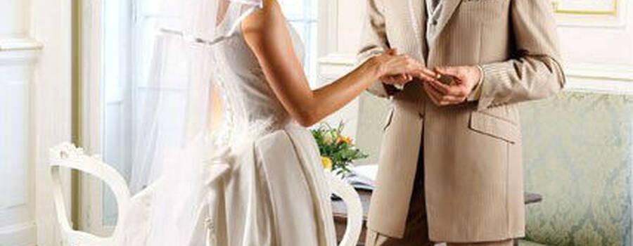 Beispiel: Hochzeitsmode, Foto: Policke Herrenkleidung.