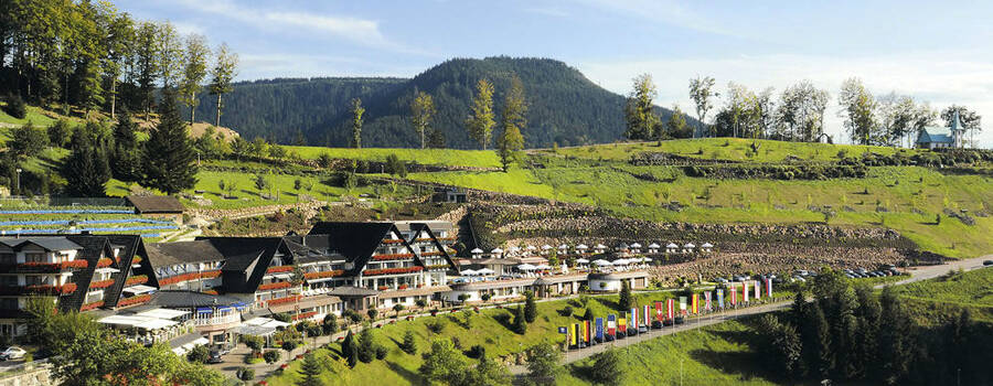 Beispiel: Außenansicht, Foto: Dollenberg Schwarzwald Resort.