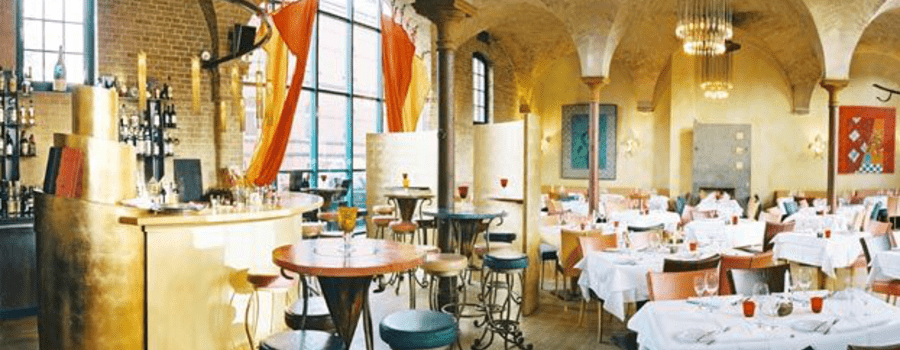 Beispiel: Innenbereich mit Bar, Foto: Restaurant Basil.