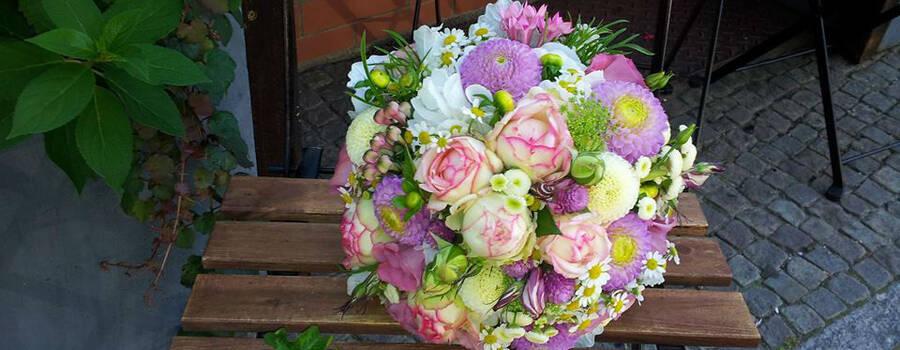 Beispiel: Brautstrauß und Anstecker, Foto: Blumenstube Babelsberg.