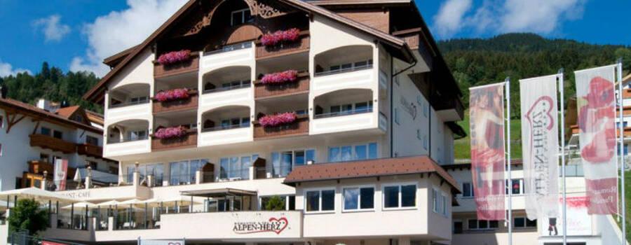 Beispiel: Hotelansicht, Foto: Alpen-Herz.