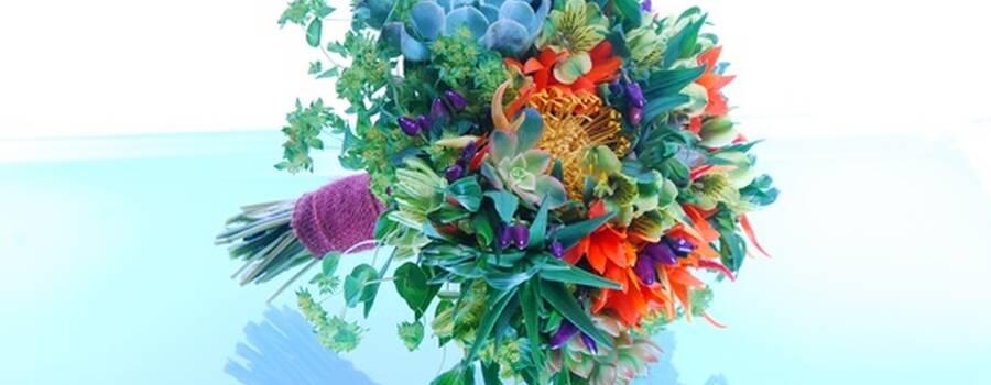 Buquê de suculentas e pimenta ornamental