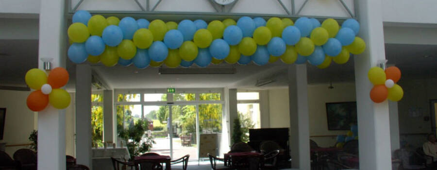 Beispiel: Ballondekoration Girlande, Foto: Ballonverpackung.