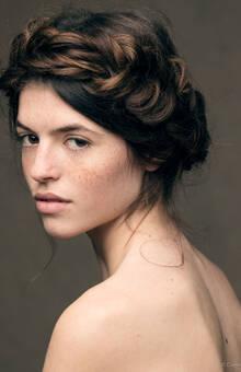 Trenza de espiga estilo tirolés. Por Ube Hairstyle @ubehairstyle Fotografía de Dayron Vera @dayvera