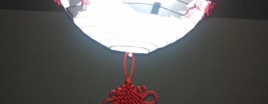 Luminária chinesa com tsurus e Flor de lotus