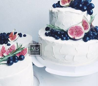 M S cake studio    wedding cakes    пожалуй,самая стильная идея-выбрать для свадьбы сет из нескольких тортов взамен одному огромному