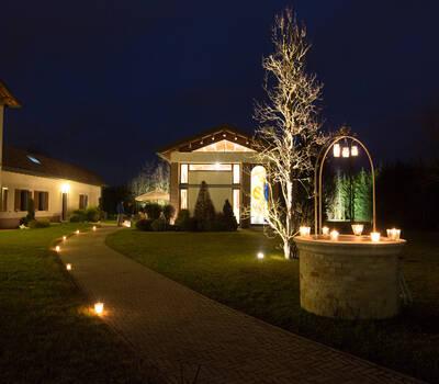 villa rosa by night
