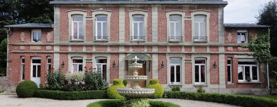 Manoir Le Louis XXI...façade française...parc français..