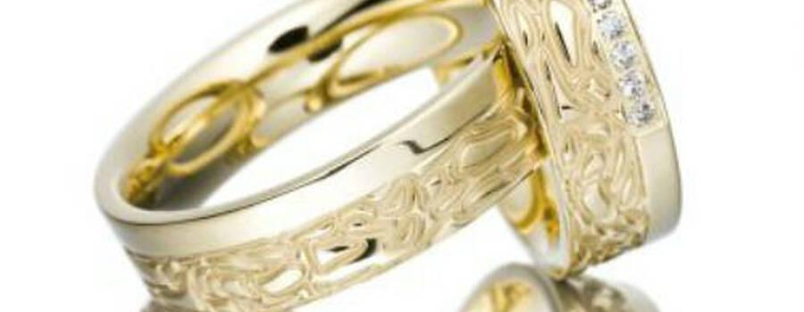 Beispiel: Trauringe - Gelbgold mit Brillanten, Foto: Schmuck & Uhren Schramme.