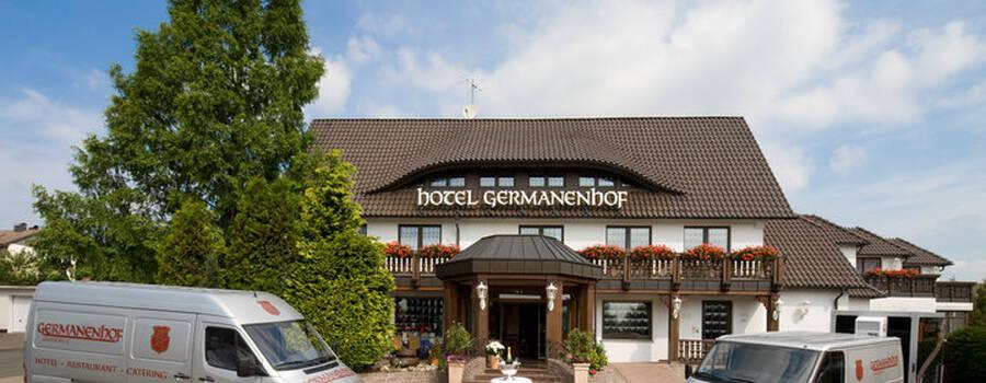 Beispiel: Vorderansicht: Foto: Germanenhof.