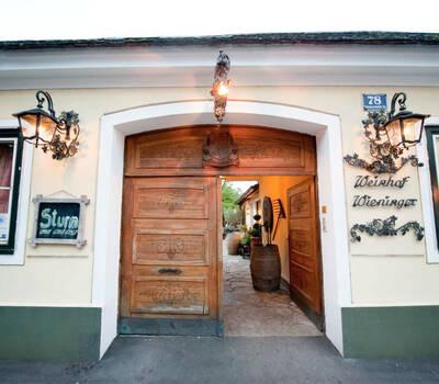 Beispiel: Eingang, Foto: Heuriger Wieninger.