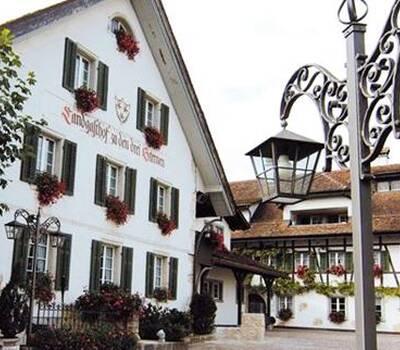 Beispiel: Aussenansicht, Foto: Landgasthof zu den Drei Sternen.