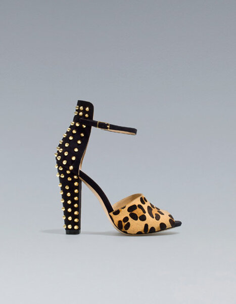 Scarpe Zara con borchie. Foto: www.zara.com
