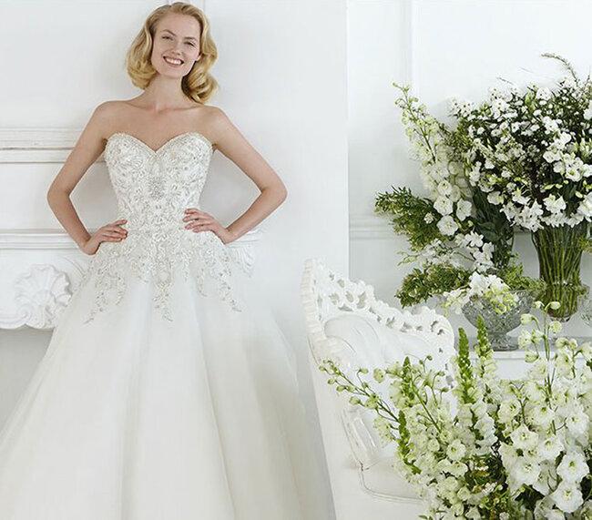 Тенденции свадебных платьев со стразами и камнями 2015: свет и блеск