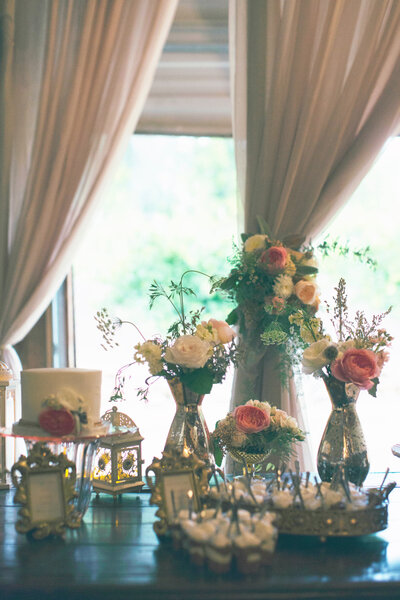Puntos focales en forma vintage para la decoración de tu boda - Foto Alixann Loosle Photography