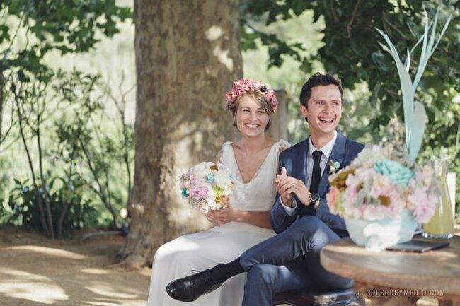 """<a href=""""http://www.zankyou.es/p/la-novia-de-la-corona-de-flores-la-boda-de-ariadna-y-david-158588"""">Boda de Ariadna y David</a>"""
