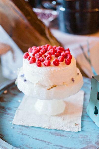 Doces e bolos maravilhosos e deliciosos para seu casamento. Crédito: Jeff Sampson Photography