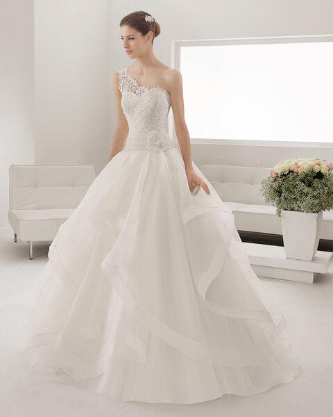 Asymmetrische Brautkleider-Ausschnitte: Unkonventionell ...