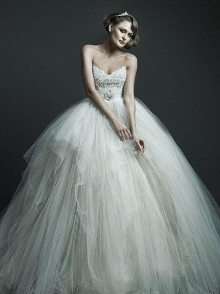 Suknia ślubna z kolekcji Ersa Atelier 2012