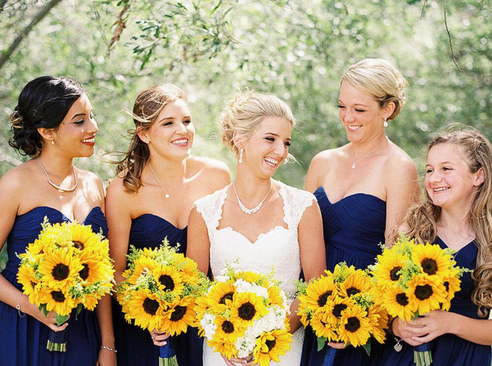Hochzeits-Dekoration: Bouquet aus Sonnenblumen,k Foto: Danielle Capito