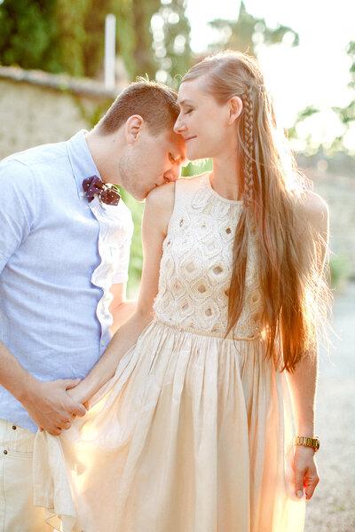 Superchic! Lange glatte Haare werden für die Brautfrisur streng getragen – Foto: Amanda K Photography
