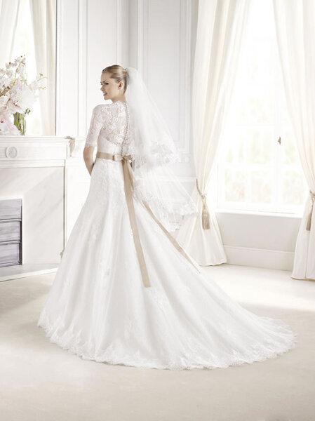 Hochzeits-Kleid: Brautkleid mit langen Ärmeln und Spitze, Foto: LA ...