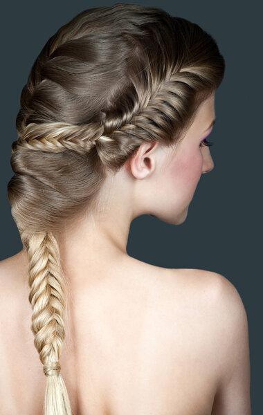 Des tresses : une coiffure originale pour une mariée tendance.