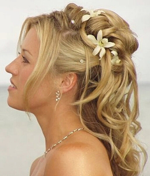 Bruidskapsel voor lang haar, foto: marchesposi.it