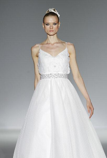 Brautkleider mit edlem Gürtel