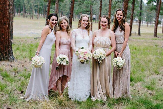 Vestidos en diferentes colores para tus damas de boda