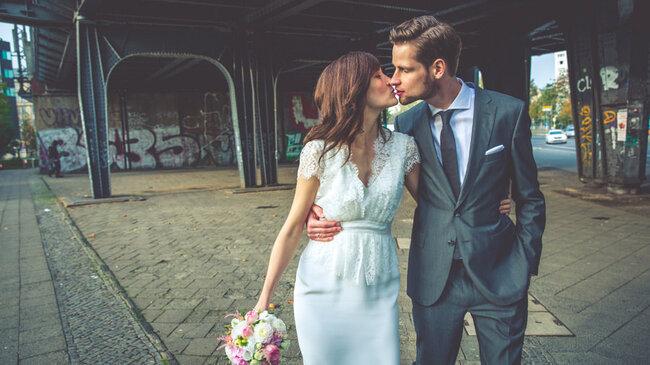 Pocałunek ślubny.