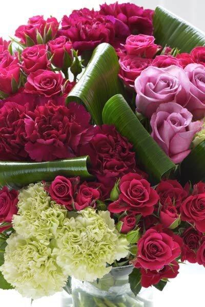Arreglo de flores color fiusha para una boda 2013