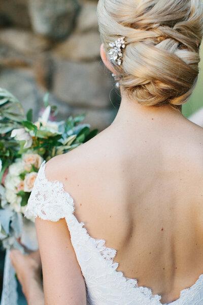 Los chongos más lindos para novias mexicanas - Erin McGinn