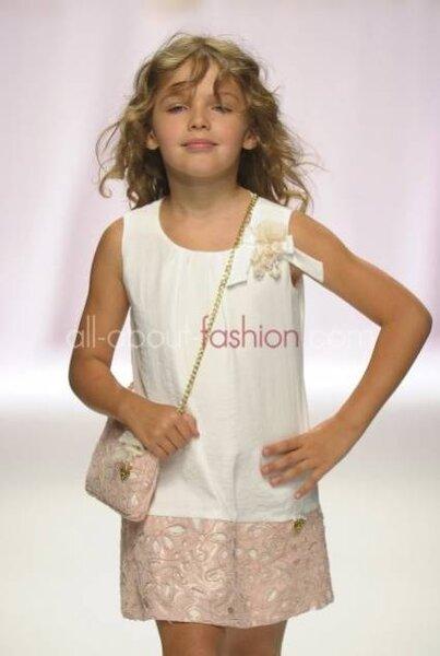 Vestido para crianças de Miss Blumarine. Foto: All About Fashion