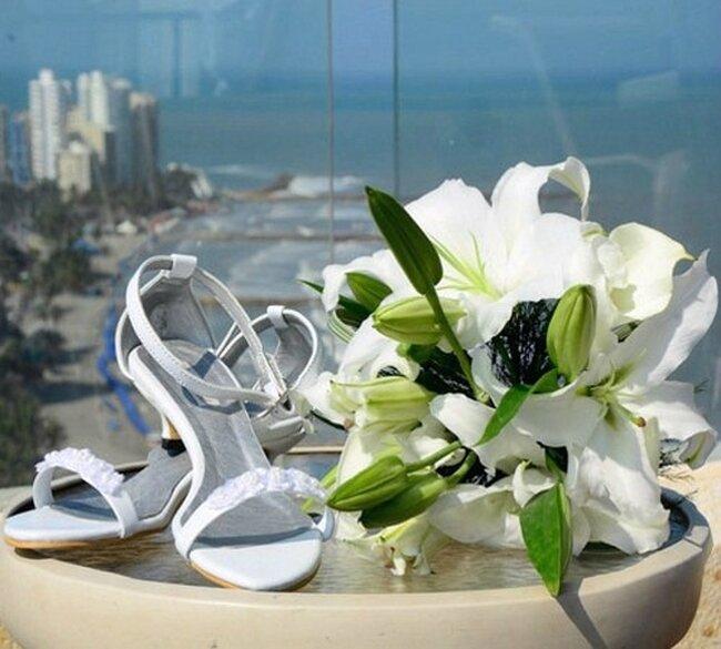 Zapatos abiertos para novia. Foto Alvaro Delgado