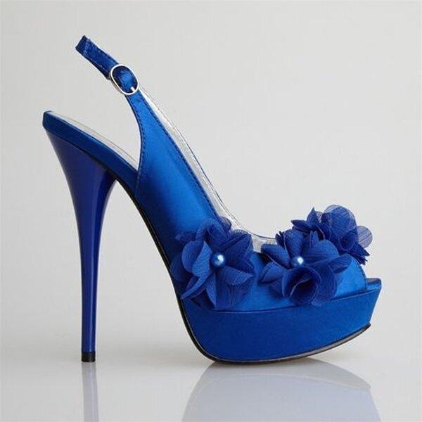 Porter quelque chose de bleu le jour du mariage... - Poto: Allure Bridal