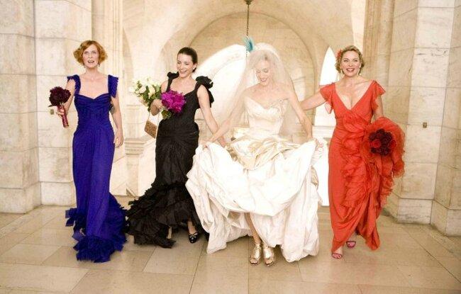 La tendance des chaussures de mariage dorées est partie d'une chose assez simple : Carrie Bradshaw nous a mis sur la piste des paillettes dans son look de mariage (raté) avec Monsieur Big: spartiates en or qui complétaient sa robe Vivienne Westwood , tel a été le coup d'envoi de cette tendance mariage
