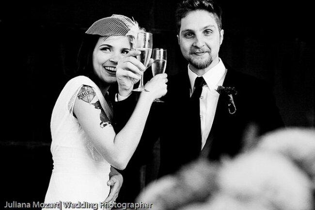 Noiva tatuada e cheia de estilo. Foto: Juliana Mozart