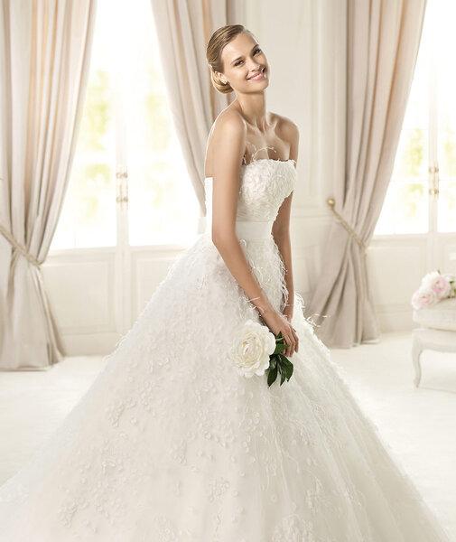 Vestido de novia corte princesa con escote strapless modelo Ucifa